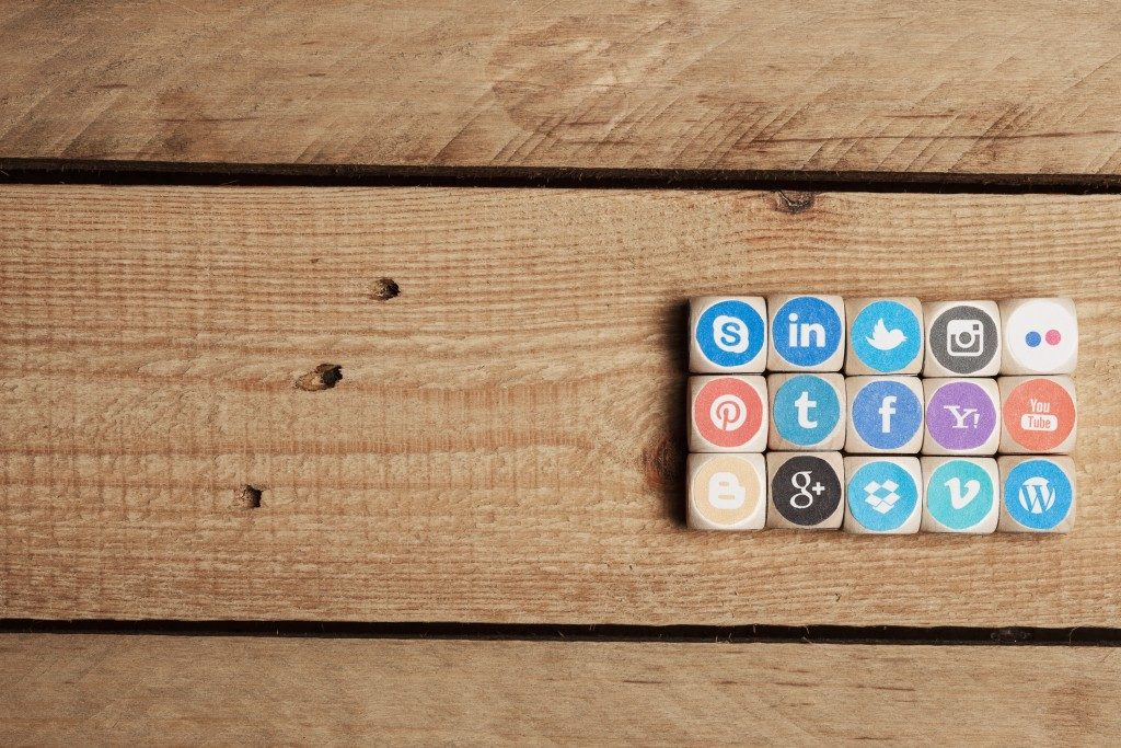 social media sites on wood blocks