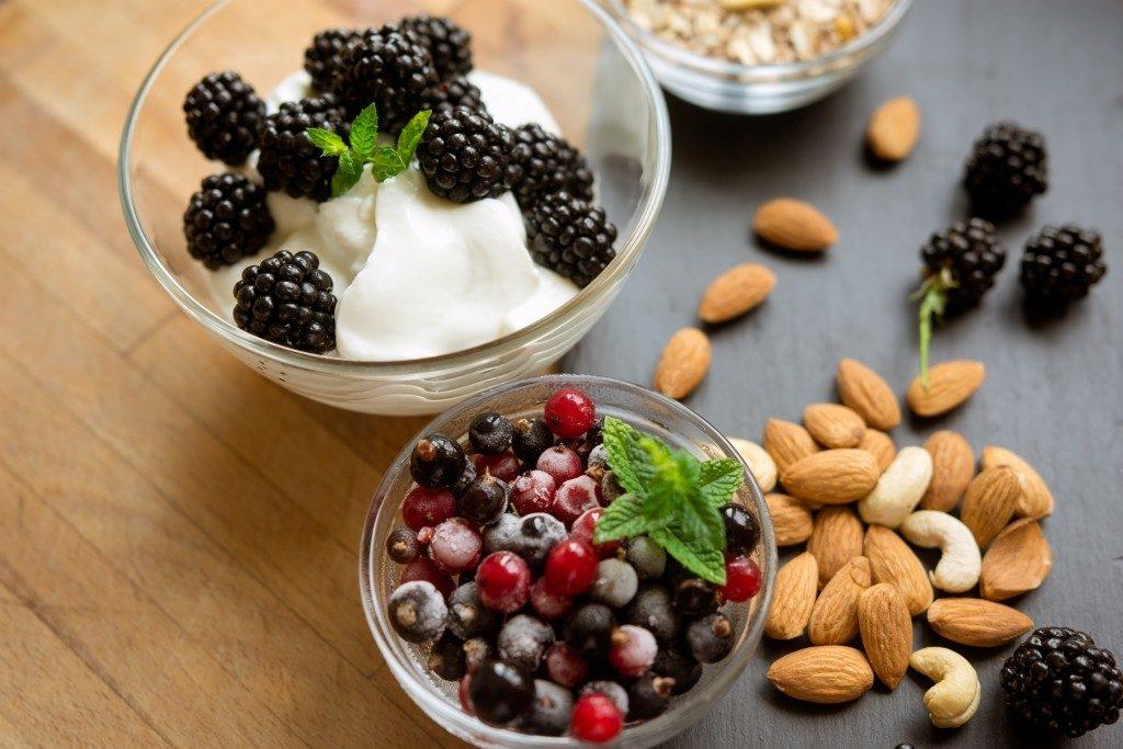 greek yogurt, almonds and berries