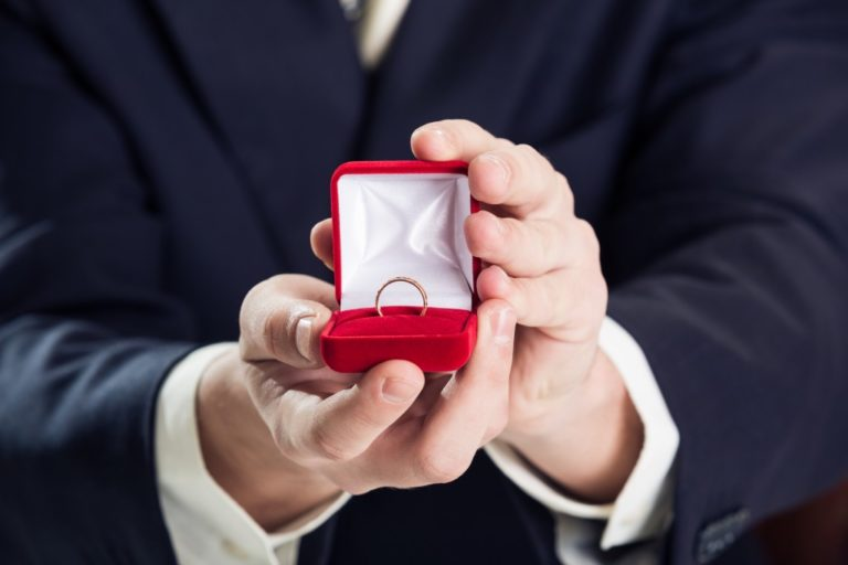 How to Be Creative When Giving a Promise Ring