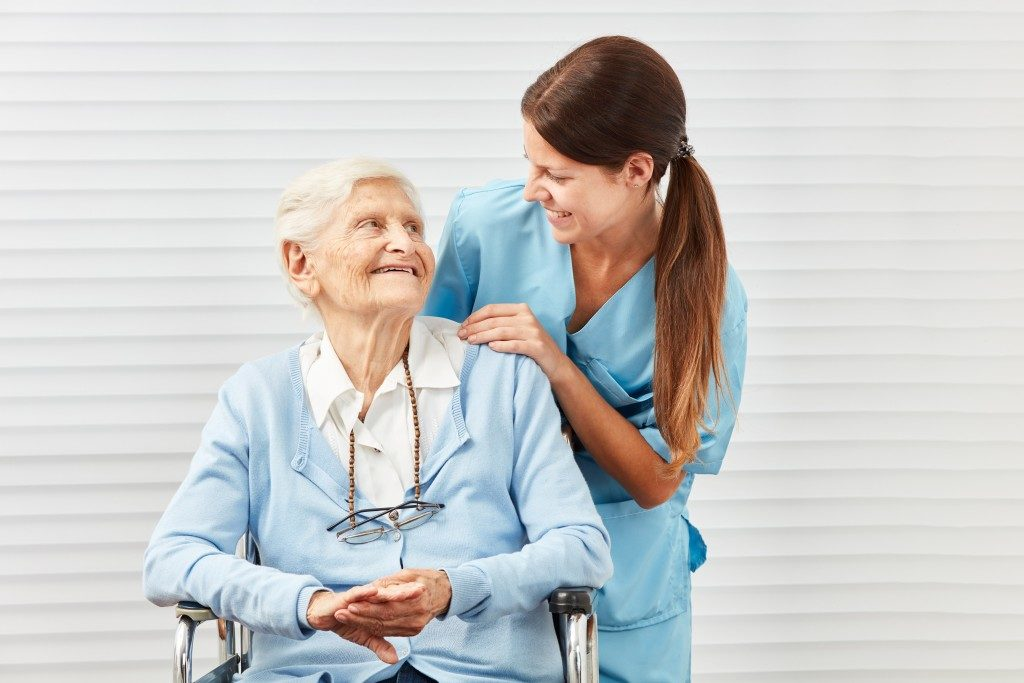 elderly with her nurse
