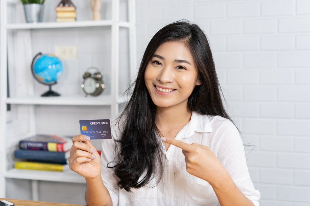 woman and her credit card